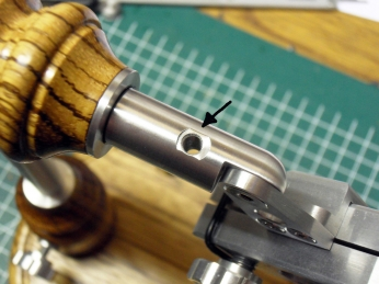 Threaded hole for the clamping screw