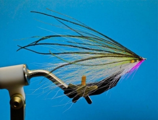 Pete Gray baitfish - Another example of the baitfish style, tied with sparse materials and a Jungle Cock feather as an eye. Again the hook is typically quite small compared to the overall size of the fly.