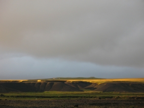 The flat landscape - The magnitude of this Icelandic landscape and the magic lights makes it work in spite of its simplicity.