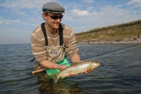 Tannish - Jari Wiklund showing a tannish autumn fish, but still distinctly colored and not bright