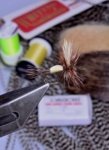 The humpy and the materials - Thread, deer hair, hackle