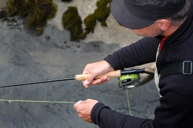 Fishing two handed - You still have a leading hand on the two hand rod, and for right hand casters it\'s usually the right hand that holds the rod and the left that retrieves line and spools
