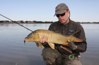 US carp fly-fishing -