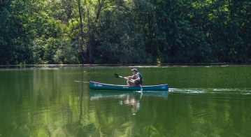 Quick - The solo canoe is lightweight and compact and brings you quickly around
