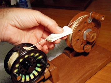The linewinder in practice with a piece of tissue and some mild soap or line cleaner -