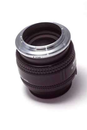 Reverse ring - This ring screws into the front of the lens and allows it to be reversed, leading to some very high magnification ratios. Cheap, but also hard to use and control.