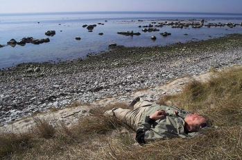 Zzzzzzz - GFF partner Steve Schweitzer taking a nap at the very spot that gave name to this fly: Klympen on Danish island Bornholm