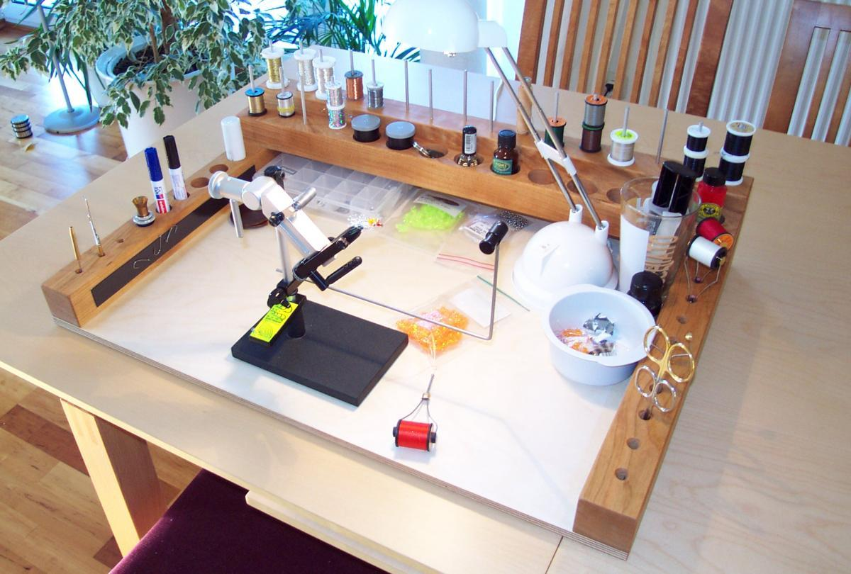 Flexible Bench Global Flyfisher German Jan Ole Willers Wanted To Be Able To Clear His Vise Tools And Materials Off The Dining Table For Such Unimportant Events As Lunch And Dinner